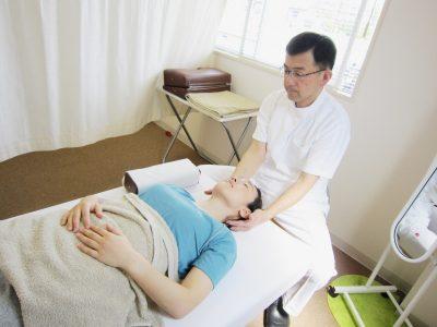 首筋・肩の指圧